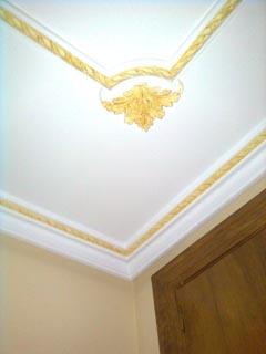 Acabados de yeso en techos reparaci n del techo de la casa for Techos de tirol